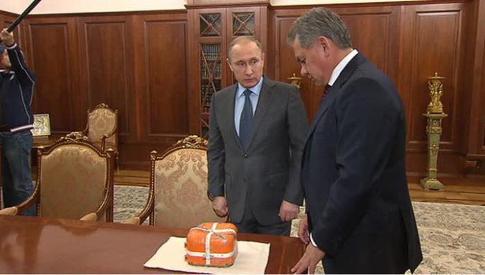 Сергей Шойгу показал Владимиру Путину «чёрный ящик» Су-24, найденный в Сирии
