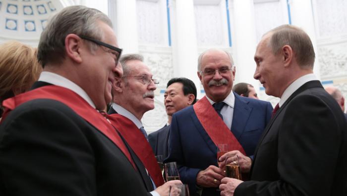 Владимир Путин в Кремле вручил государственные награды