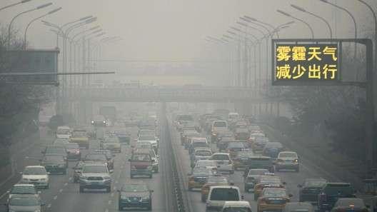 Транспорту Пекина впервые объявили «красную тревогу»