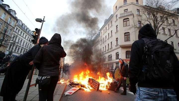 Во время демонстрации неонацистов в Лейпциге пострадали 69 полицейских