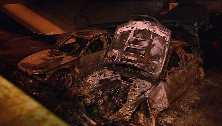 На охраняемой стоянке на Рублёвке сожгли 9 автомобилей
