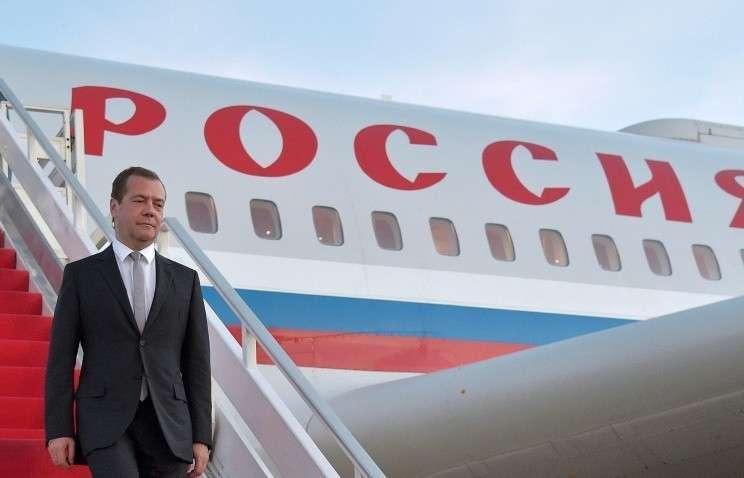 Медведев прибыл с официальным визитом в Китай