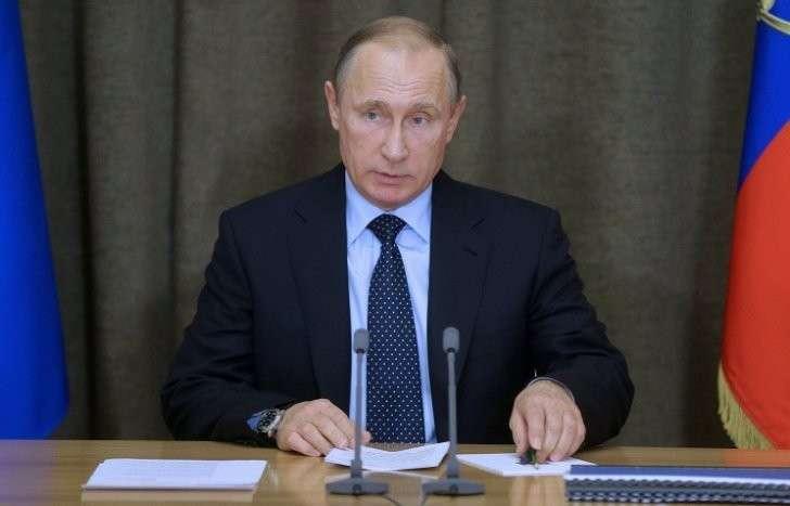 Владимир Путин утвердил федеральный бюджет на 2016 год