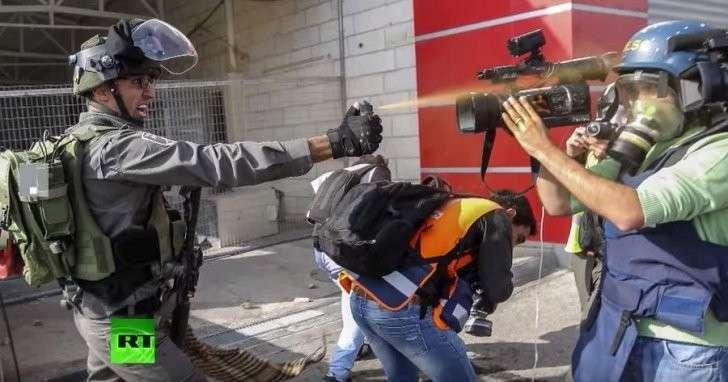 Солдаты ЦАХАЛ применяют грубую силу против представителей СМИ