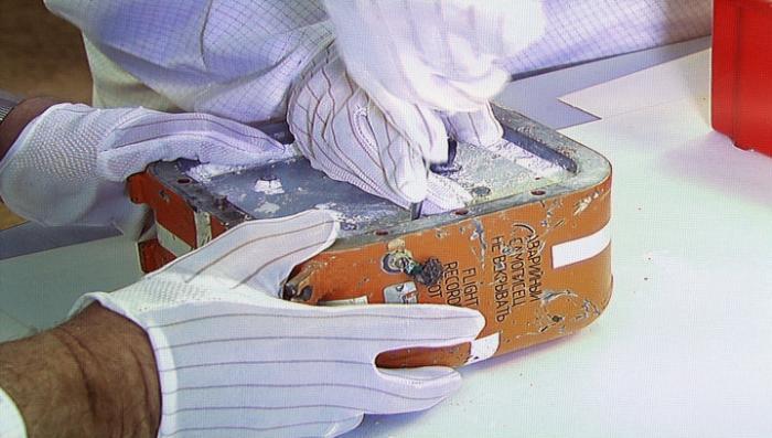 Вскрытие «чёрного ящика» Су-24 в прямом эфире: специалисты извлекли плату памяти