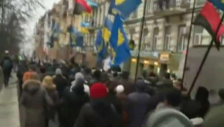 Полицейские окружили правосеков и свободовцев в Киеве