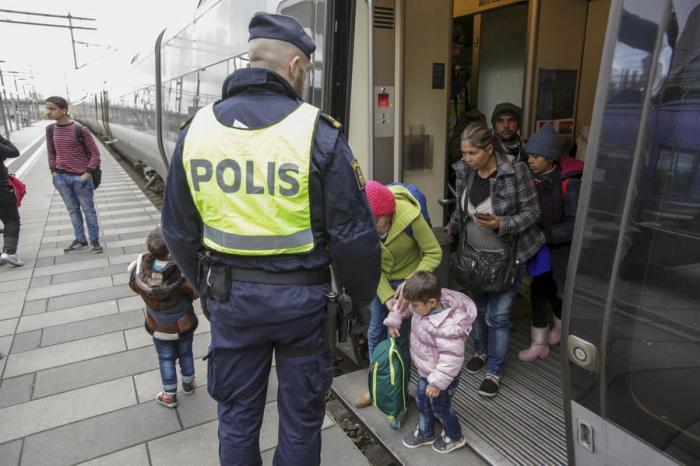 Власти Дании намерены изымать ценности у прибывающих в страну беженцев в уплату за пребывание