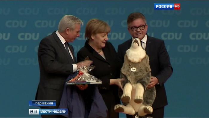 Меркель и Зеехофера сравнили с престарелыми комиками