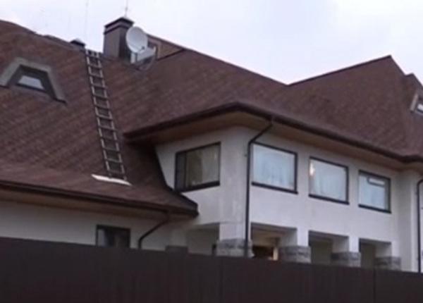 В дом футболиста Владимира Быстрова ворвались 8 грабителей в масках
