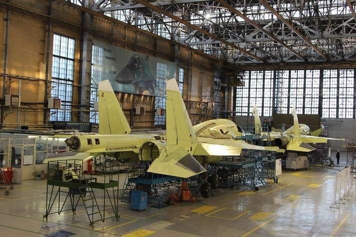 Компания «Сухой» передала ВКС России два сверхплановых самолета