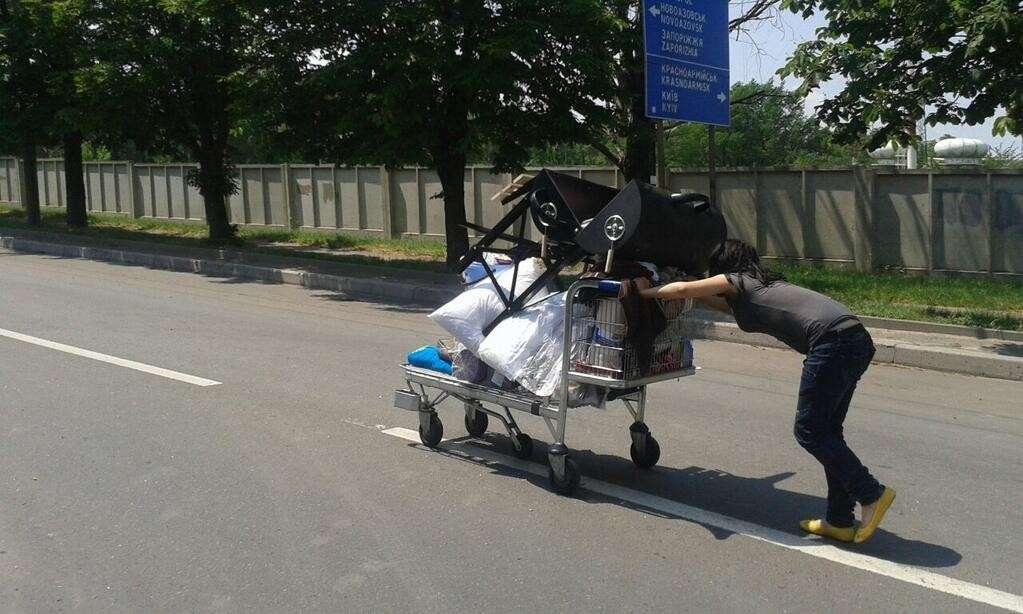 Мародёры разграбили супермаркет возле Донецкого аэропорта