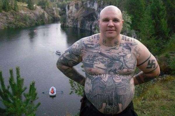 Немецкий политик получил срок за нацистскую татуировку