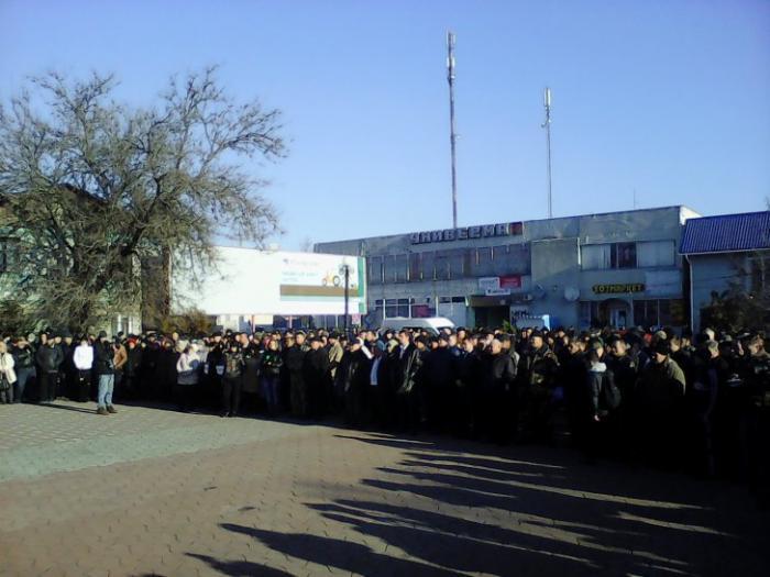 Каланчак вышел на Народное вече: для защиты от блокаторов Крыма люди создали отряд самообороны