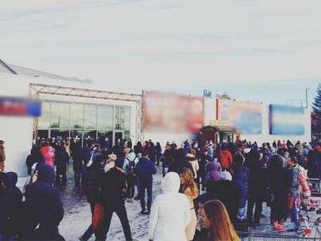 Тысячи людей бегут из торгового центра в Самаре