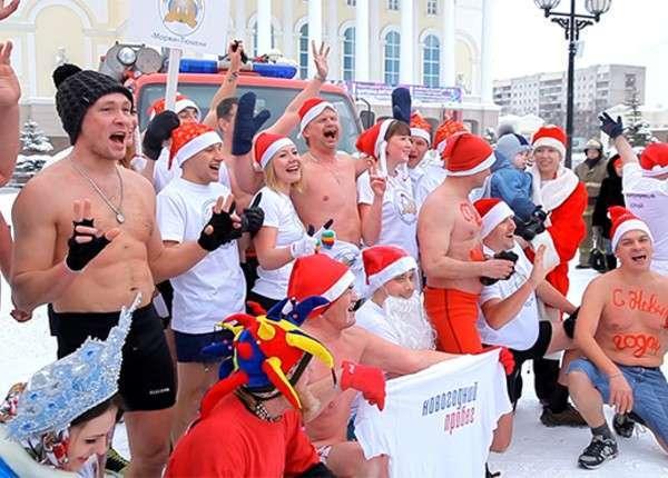 Тюменские моржи забегом отметили наступающий Новый год