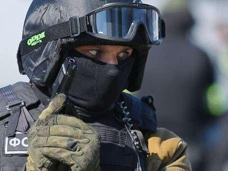 Путин подписал закон о применении ФСБ оружия и физической силы