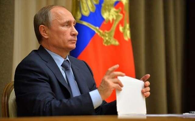 Путин сократил штат госчиновников на 10%