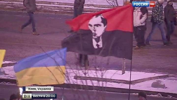 Украинские дебилы-националисты провели факельное шествие в честь Бандеры
