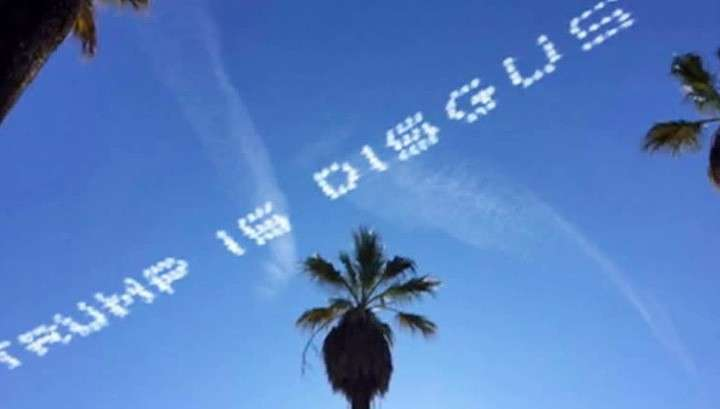 В небе над Калифорнией написали оскорбления в адрес Трампа