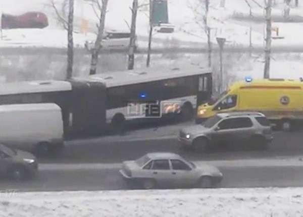 Гололёд стал причиной массового ДТП в Санкт-Петербурге