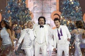 Новогоднее шоу дегенератов показали по всем главным каналам страны