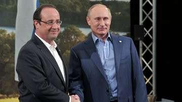 Президент России Владимир Путин (справа) и президент Франции Франсуа Олланд. Архивное фото