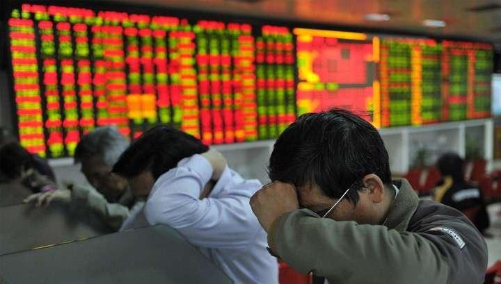 Обвал на биржах Китая: торги остановлены до конца дня