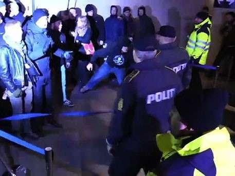 Сотни пассажиров бунтуют и не хотят предъявлять документы на датско-шведской границе