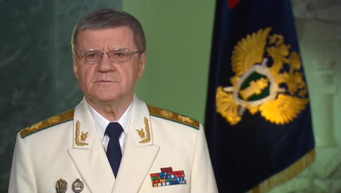 Генеральный прокурор Юрий Чайка поздравил коллег с профессиональным праздником