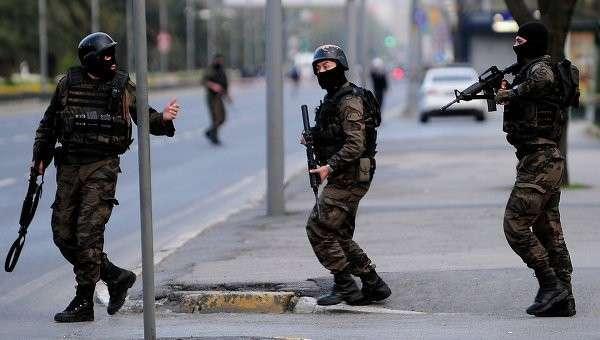 Турецкие силы безопасности в Стамбуле. Архивное фото