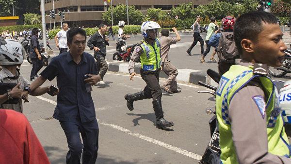 В центре Джакарты прогремели новые взрывы