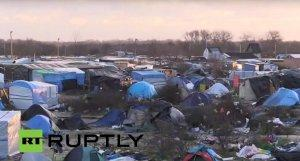 Бульдозеры сносят палаточный лагерь для беженцев во французском Кале — прямая трансляция