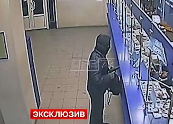 Кассирша «Почты России» голыми руками обезвредила неуклюжего налётчика