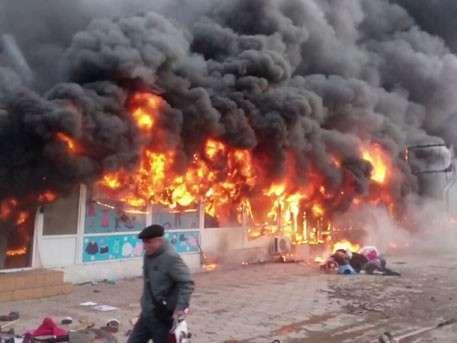 Огромное пламя поглотило целый рынок в Одессе