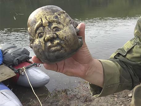 Рыбаки выловили «золотую» голову Будды в Забайкалье