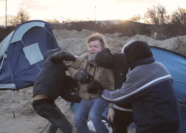Во Франции беженцы с ножом напали на съёмочную группу