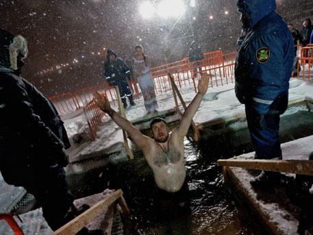 В Москве начались крещенские купания энтузиастов