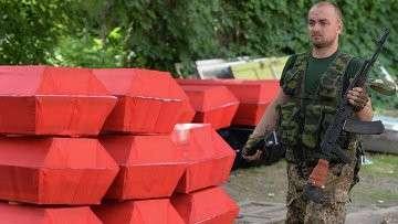 Отправка к местам захоронения тел ополченцев ДНР и местных жителей, погибших в ходе штурма аэропорта Донецка войсками национальной гвардии 26 мая
