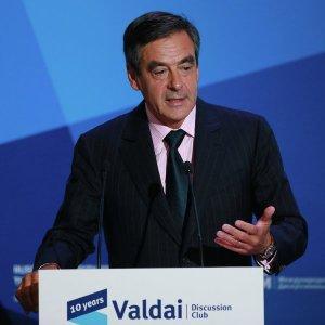 Экс-премьер Франции призвал отменить «глупые санкции» против России