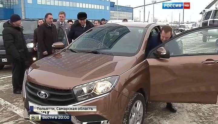 Дмитрий Медведев прокатился на Lada Xray цвета «пума»