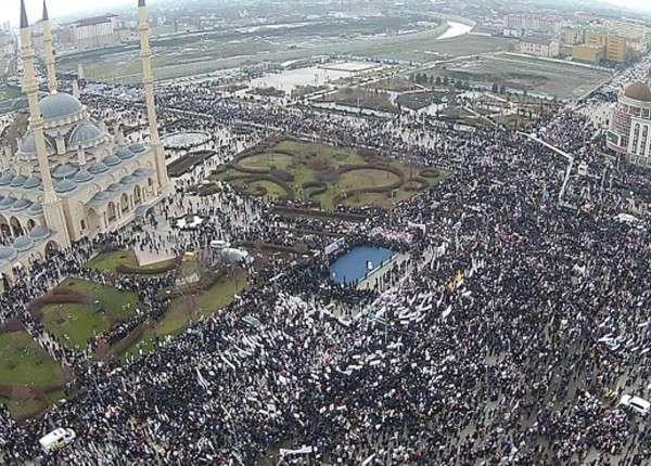 Миллион сторонников Кадырова на митинге в Грозном