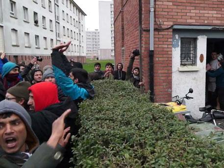 Разъяренные мигранты громят дома жителей французского Кале