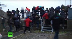 Жители Кале потребовали привлечь военных для восстановления порядка в городе
