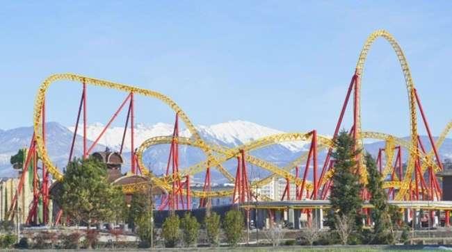 В Сочи открыли самый большой в России парк аттракционов в древнерусском стиле
