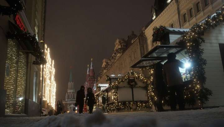 На Москву обрушился сильный снегопад, отменены десятки авиарейсов