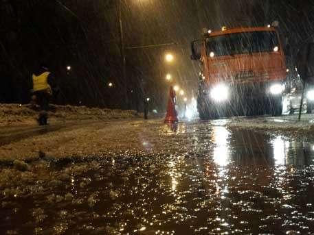 На севере Москвы на дороге вновь появились провалы грунта