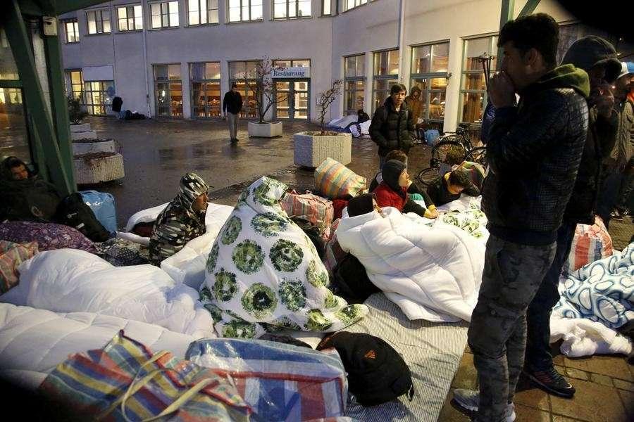 Стокгольмский погром: в столице Швеции неизвестные в масках нападали на беженцев