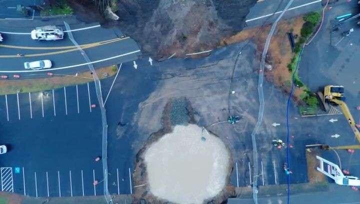 В Орегоне под землю провалился участок шоссе