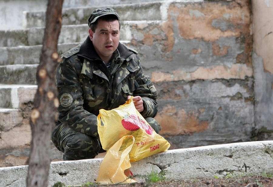 Украинская армия: почему воинские части сдаются ополченцам без боя
