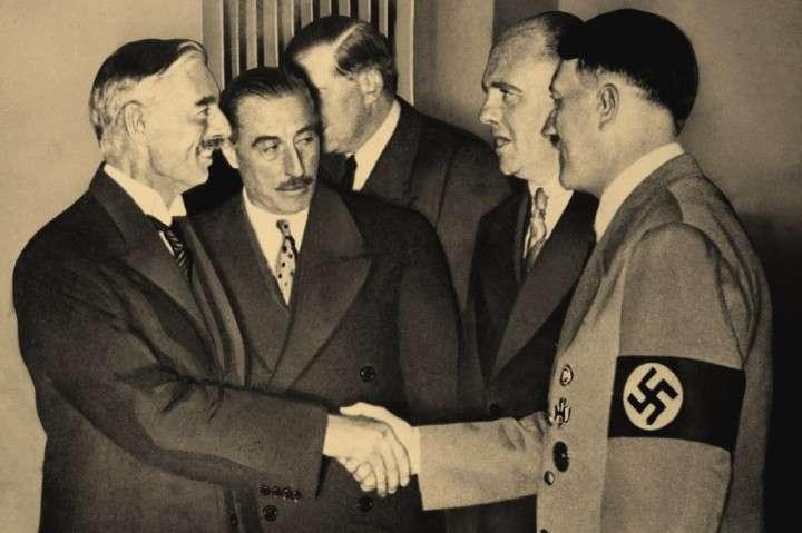 За руку с Гитлером здоровались вожди Запада. А виноват Сталин?